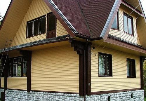 Я даже сначала не поверил, что этот фасад дома из профлиста. Вот могут же люди!