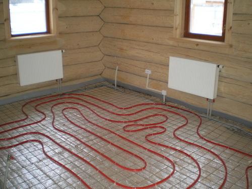 При теплотрассе можно в бане сделать хоть радиаторы, хоть теплый пол.