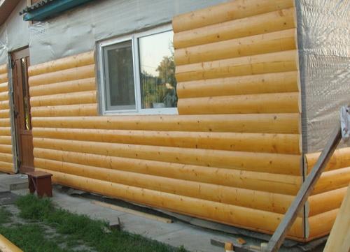 Обшивка блок хаусом для деревянного дома, пожалуй, самый лучший вариант.